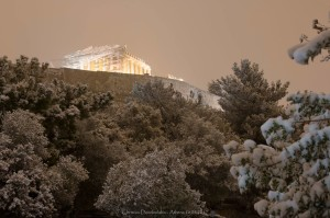L'acropoli di Atene imbiancata lo scorso 10 dicembre