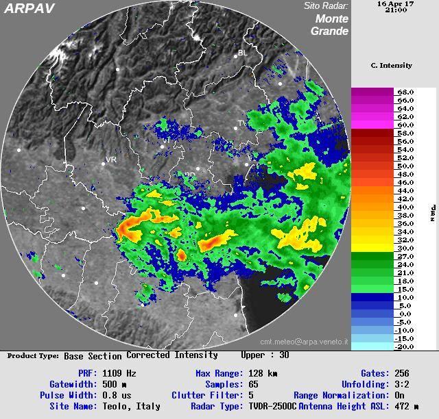 Scansione radar del pomeriggio che mostra alcuni sistemi temporaleschi attivi sul Veneto, alcuni con evidenti caratteristiche supercellulari