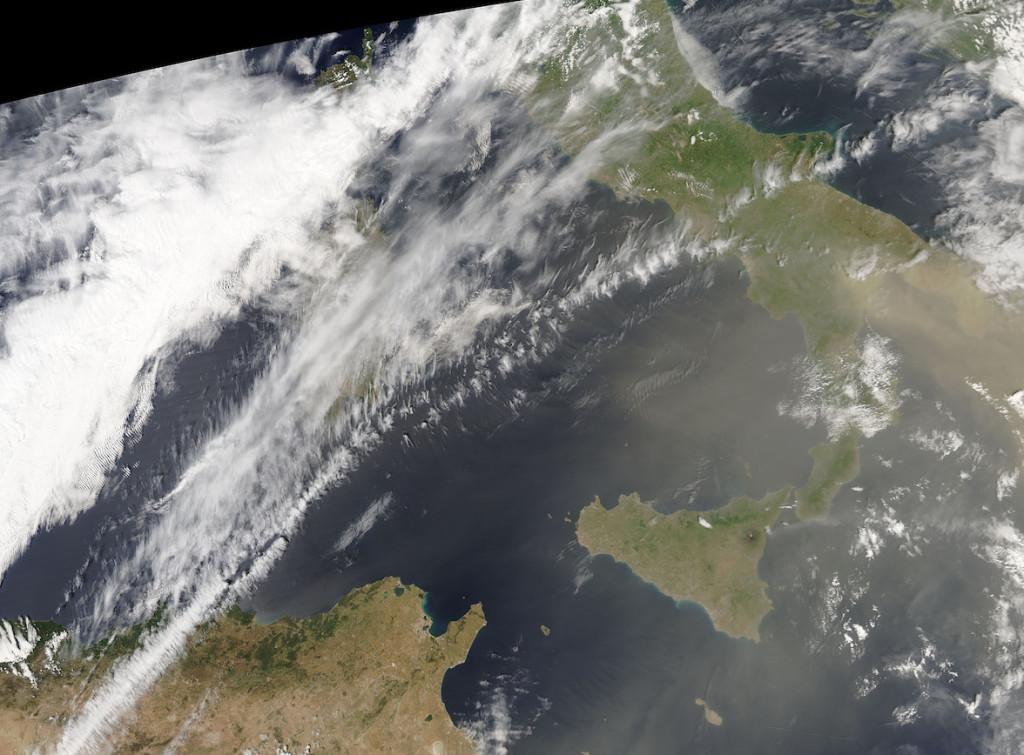 Immagine satellitare acquisita nel primo pomeriggio di venerdì