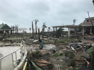 La distruzione lasciata dall'uragano Irma sull'isola di St. Marteen, nelle Antille francesi