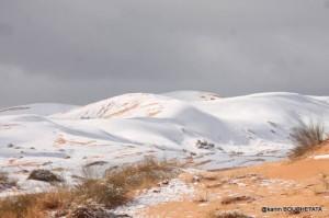 Ondata di Freddo colpisce l'Europa: Neve fino alle Baleari e Ibiza [VIDEO E FOTO] - Neve nel deserto algerino. Fonte: watchers.news