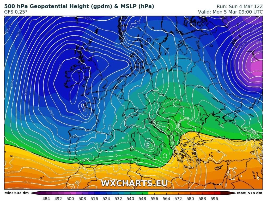 Configurazione barica prevista per domani, lunedì 5 marzo 2018. Tempo instabile sull'Italia per una nuova perturbazione atlantica avente come perno un minimo pressorio sul basso Tirreno. Fonte : -GFS12z Wxcharts -