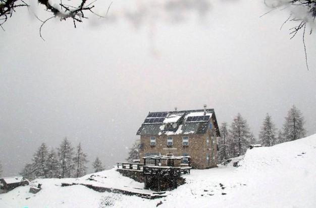 Neve del 15 maggio 2018 sulle Marmarole Centrali, Dolomiti. Fonte : Ansa.net