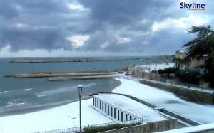 La spiaggia di Otranto imbiancata
