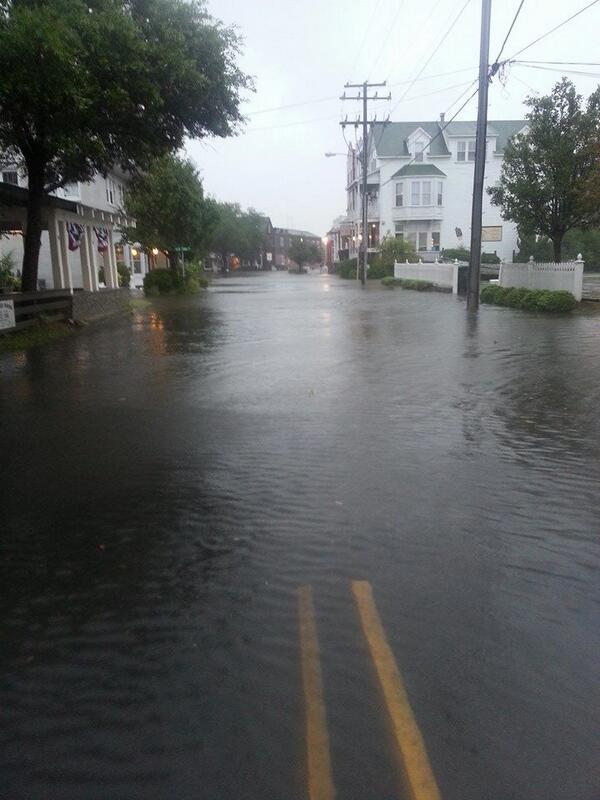 Strade allagate a Manteo nella Carolina del Nord.