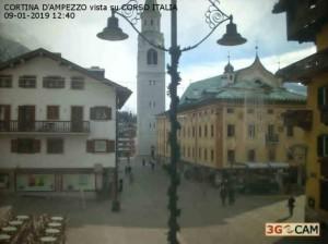 Freddo e maltempo, ma sulle Alpi italiane la neve dov'è?  - Cortina d'Ampezzo priva di neve. Fonte: meteoindiretta